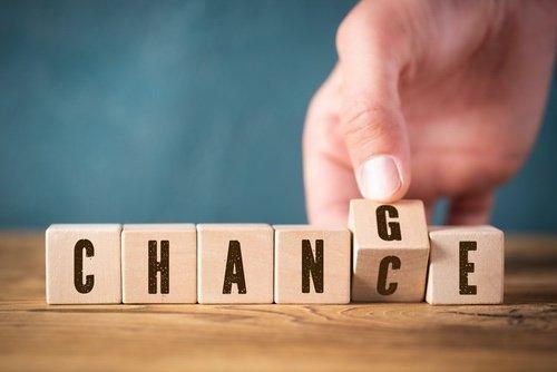 Holzwürfel mit Buchstaben Change
